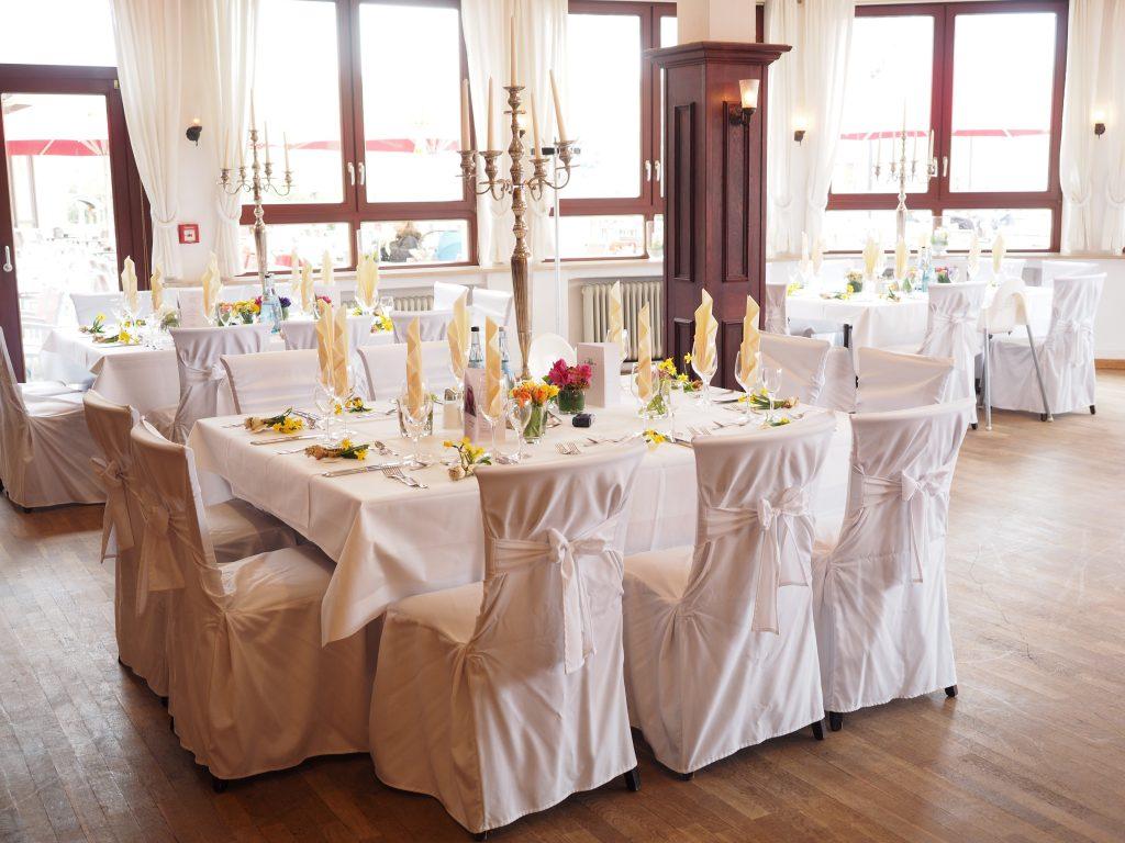 """Ihr Brauttisch für die Feier des """"Ja-Worts""""."""